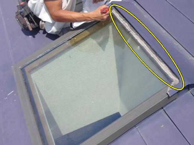 3雨漏り修理:天窓コーキング