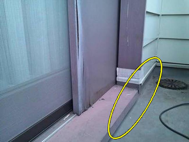 3雨漏り修理:ベランダ床ヒビ2