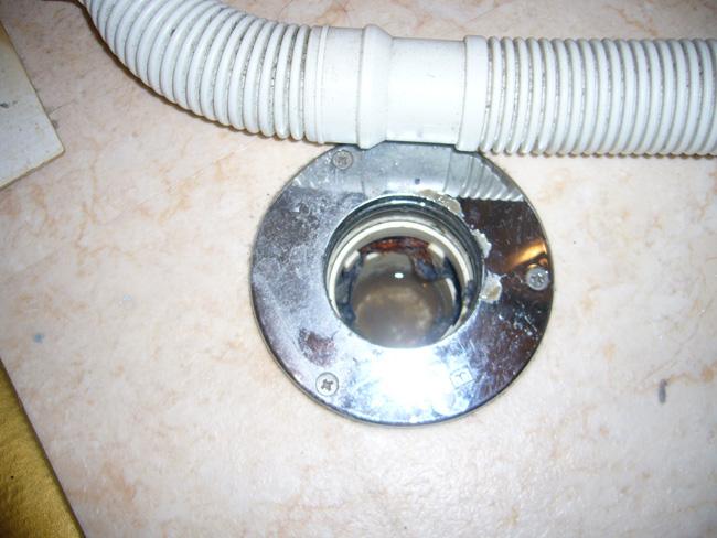 洗濯機パン:排水口2