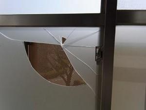 窓ガラス割れ