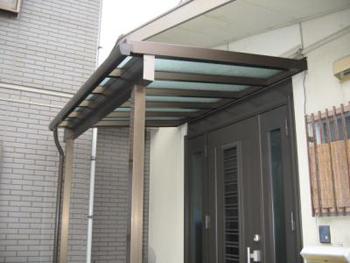 雨よけ屋根:玄関